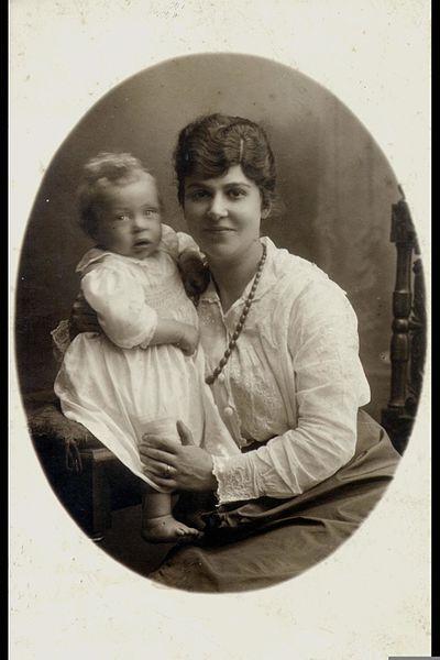 CHAIM HERZOG BABY SARAH 1919