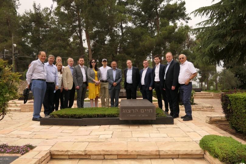DUP delegation Herzog grave