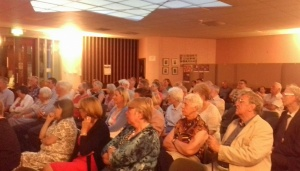 Fleur Hassan crowd at synagogue June 2018